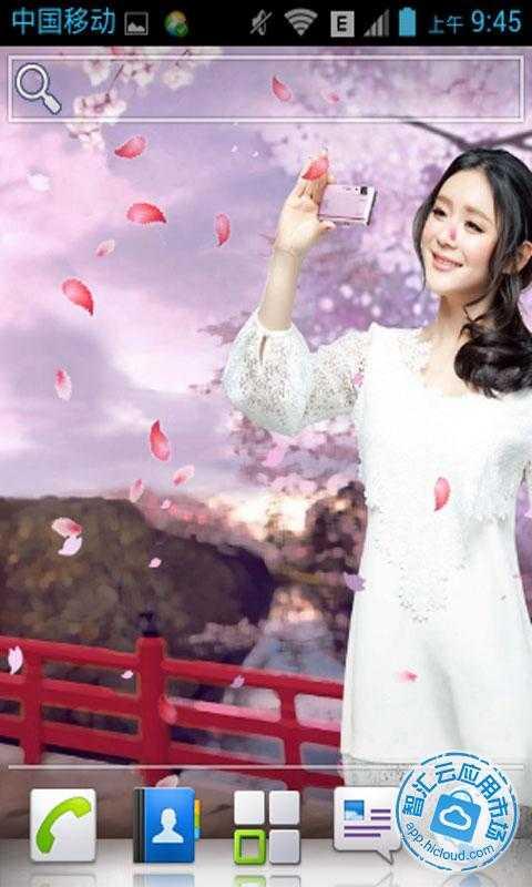 截图 漂亮女生动态壁纸是以山间漂亮的桃花作为背景,漂亮可爱的女生用
