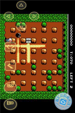 主人公使用放置炸弹的方法来消灭敌人并寻找每局隐藏在墙里的暗门来